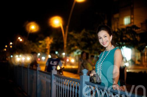 "bat gap ""nguoi dep khong tuoi"" dao pho dem - 8"