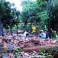 Mưa đá, lốc xoáy làm sập 13 nhà dân