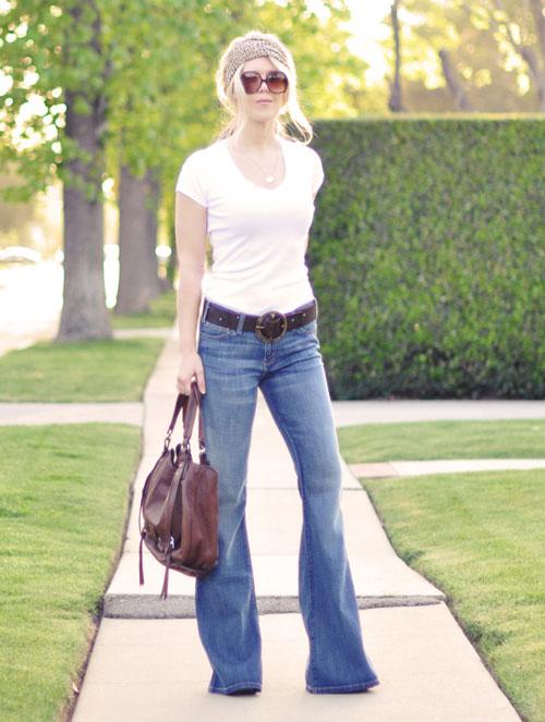 bien hoa voi quan jeans va ao phong trang - 3
