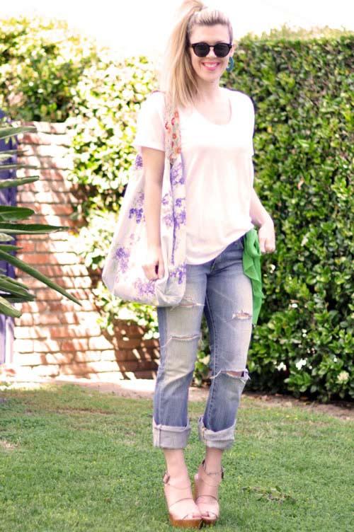 bien hoa voi quan jeans va ao phong trang - 7