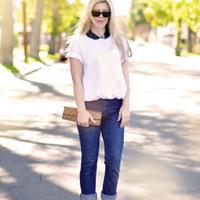 Biến hóa với quần jeans và áo phông trắng