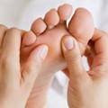 Sức khỏe - Bấm huyệt hiệu quả như thuốc giảm đau