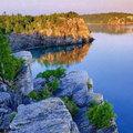 Xem & Đọc - 'Khe nứt trái đất' biến thành hồ nước tuyệt đẹp