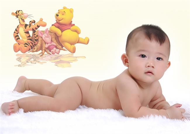 Cậu nhóc đáng yêu trong hình có tên là Minh Tân, bé sinh ngày 10/11/2011.