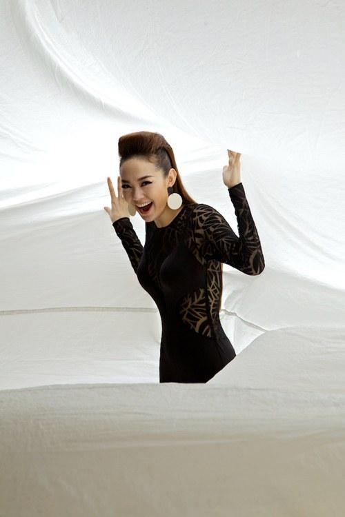 minh hang quyen ru voi san pham moi - 9