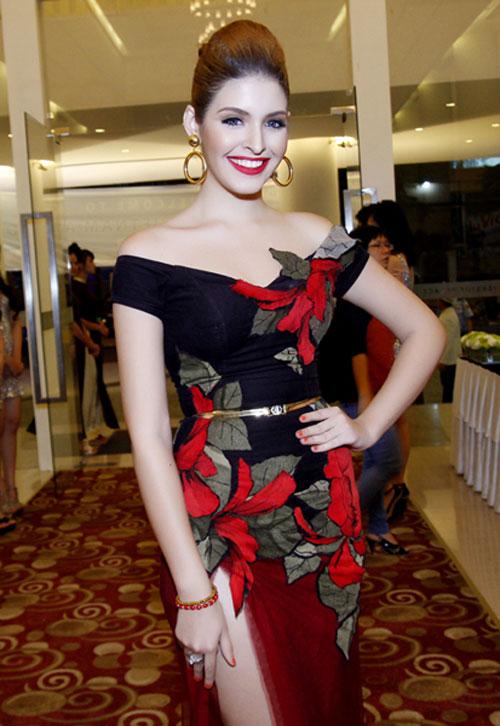 Sao Việt xinh như công chúa với váy trễ vai