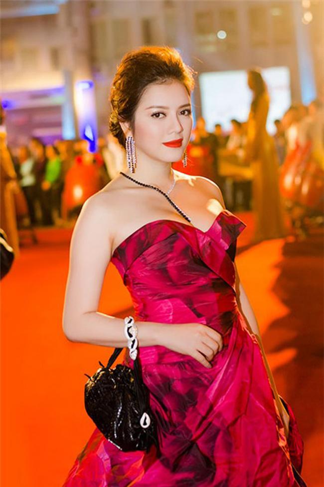 Lý Nhã Kỳ luôn được coi là một trong những người đẹp Việt sở hữu vòng 1 căng tràn nhất.