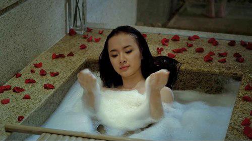 angela phuong trinh tam tran tren phim hot - 1