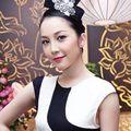 Thời trang - Linh Nga diện váy sọc trắng đen cực chất