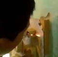 Tin tức - Nam sinh châm thuốc lá bằng cầu chì điện gây phẫn nộ
