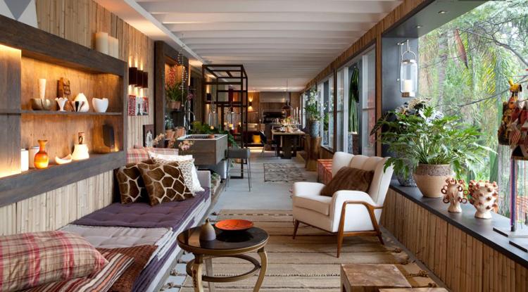 Ngôi nhà có lối trang trí xinh xắn và thích mắt này nằm ở thành phố Sao Paolo, nước Braxin. Ngay từ giây đầu nhìn nó hẳn bạn đã có ngay cảm tình phải không?