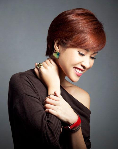 """Uyên Linh sẽ """"ẵm"""" giải HTV Award 2013? - 1"""