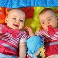 Tin tức - Cặp sinh đôi chào đời cách nhau... 87 ngày