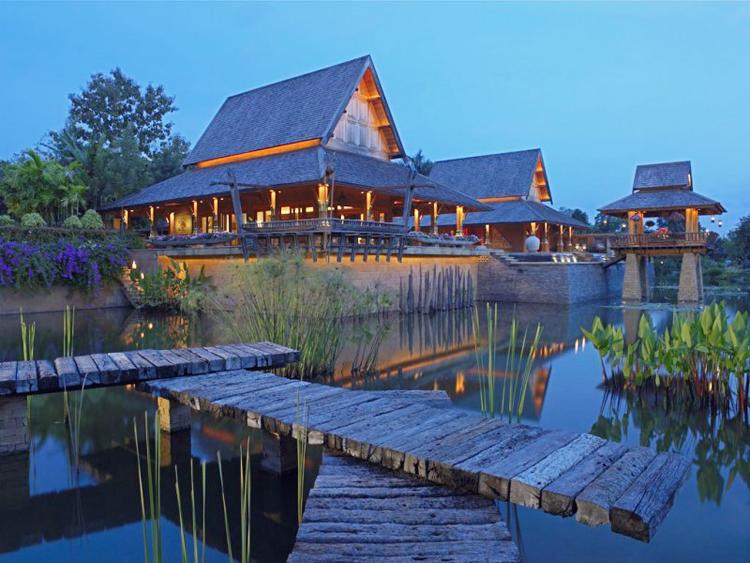 Khu biệt thự đẹp mê đắm này nằm tại Chieng Mai, Thailand, được sử dụng làm khu resort sang trọng.