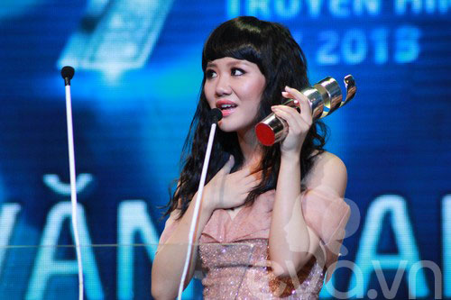 van mai huong bat ngo gianh giai htv awards - 1