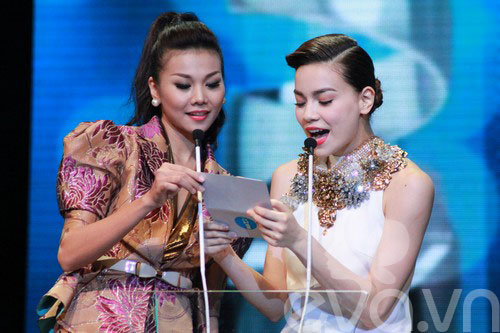 van mai huong bat ngo gianh giai htv awards - 3