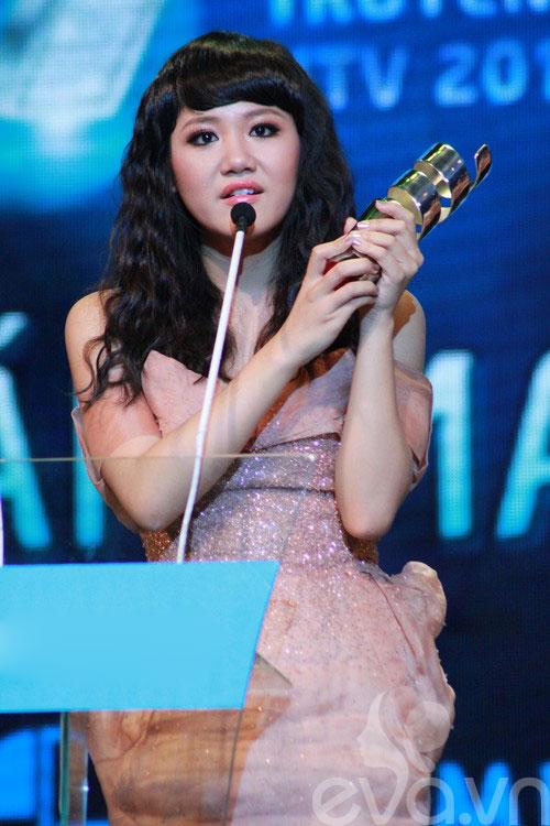 van mai huong bat ngo gianh giai htv awards - 2