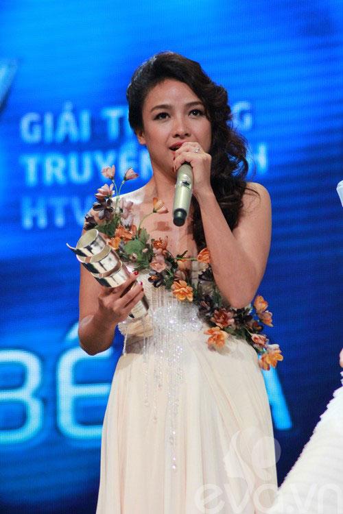 van mai huong bat ngo gianh giai htv awards - 11