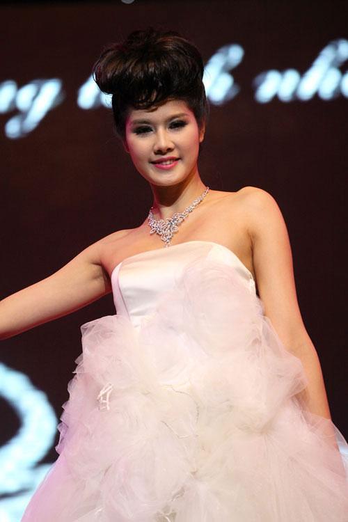 a hau minh thu: khong bon chen showbiz! - 2