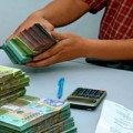 Mua sắm - Giá cả - Tiền vẫn chảy mạnh vào nhà băng