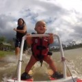 Tin tức - Sốt clip bé trai 7 tháng tuổi lướt ván