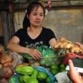 Mua sắm - Giá cả - Rau, củ TQ ngập chợ: Lơ là kiểm soát chất lượng