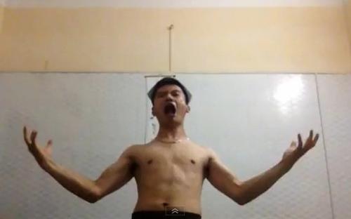 chang trai 'lap dan' cau mua gay 'sot' dan mang - 2