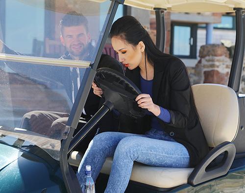 mai phuong thuy hoc lai xe golf cung trai tay - 7