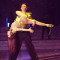 Video - Yến Trang bị tuột dây giày khi đang khiêu vũ