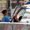 Tin tức - Đường dây tổ chức cho trẻ chặn ôtô xin tiền