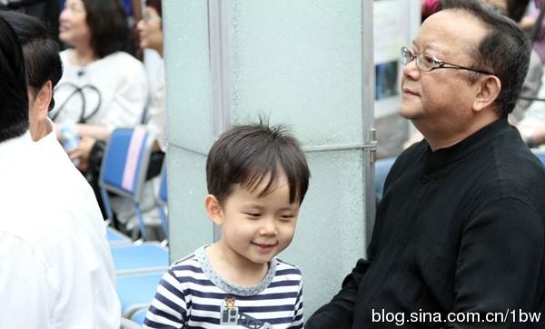 """con trai """"hoa dai nhan"""" cang lon cang dang yeu - 3"""