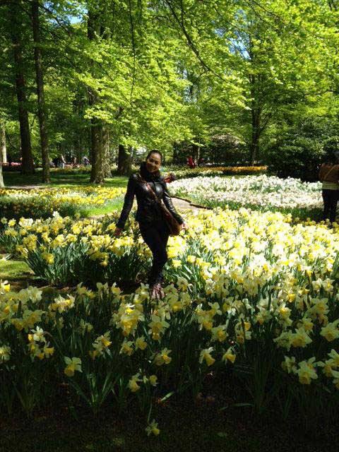 thu minh ve que chong ngam hoa tulip - 4