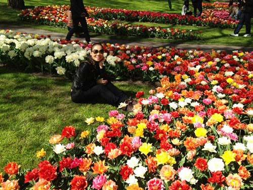 thu minh ve que chong ngam hoa tulip - 11