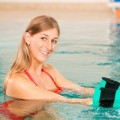 Sức khỏe - Đi bộ dưới nước phòng loãng xương