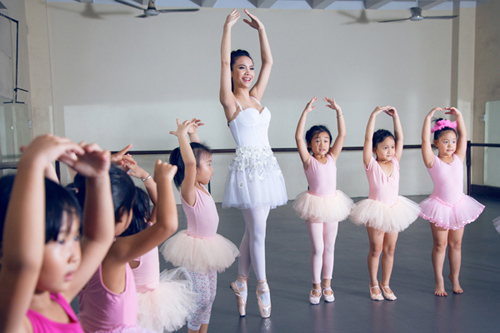 yen trang mua ballet cung cac ban nho - 1