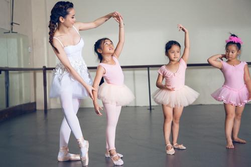 yen trang mua ballet cung cac ban nho - 2