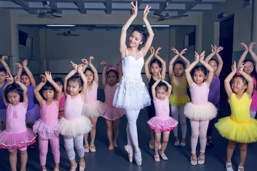 yen trang mua ballet cung cac ban nho - 3