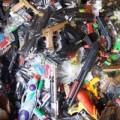 Mua sắm - Giá cả - Bắt lô đồ chơi bạo lực nghi chứa chất cực độc