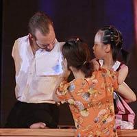 Nick đến Yên Bái thăm bé Linh Chi