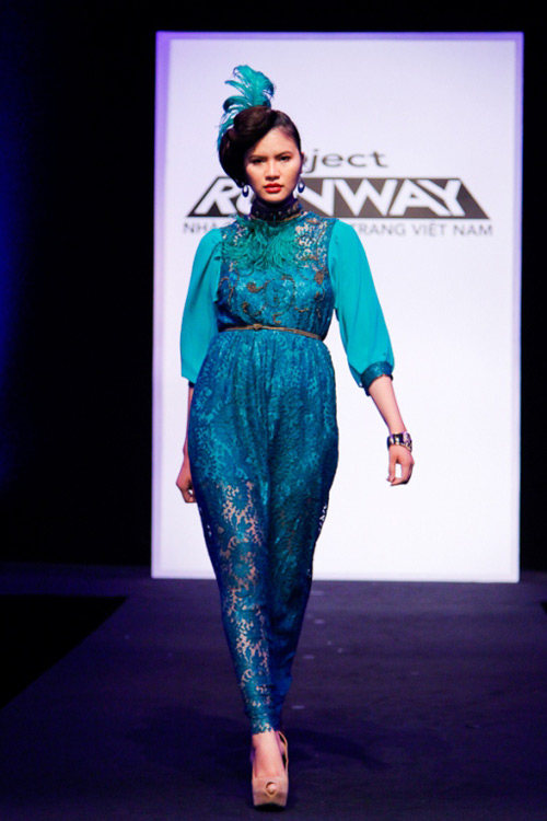 project runway: maya gay 'kho khan' cho thi sinh - 11