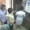 Tin tức - Mải chơi điện thoại, nữ y tá bị thang cuốn lìa đầu