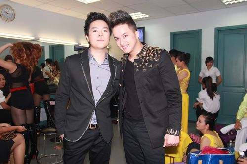 vy oanh tiep tuc dat show mc - 10