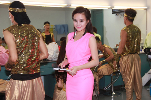 vy oanh tiep tuc dat show mc - 2