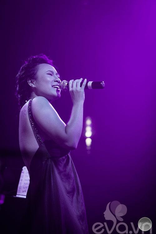"""khanh linh ra mat album sau 6 nam """"o an"""" - 7"""
