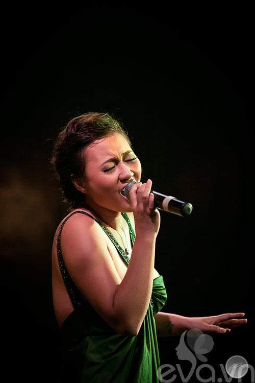 """khanh linh ra mat album sau 6 nam """"o an"""" - 8"""