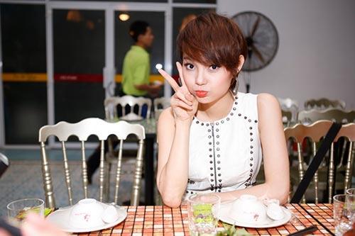 "lan phuong rang ro sau ""cu soc"" giai dong - 12"