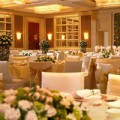 Thời trang - 2 lý do 'cạch' tiệc cưới khách sạn