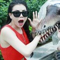 Làng sao - Trà Ngọc Hằng xì tin dạo chơi công viên khủng long