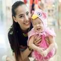 Người nổi tiếng - Chung Thục Quyên mua quà thiếu nhi cho cháu gái