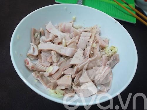 Giòn giòn dạ dày kho dưa cải trứng cút - 3